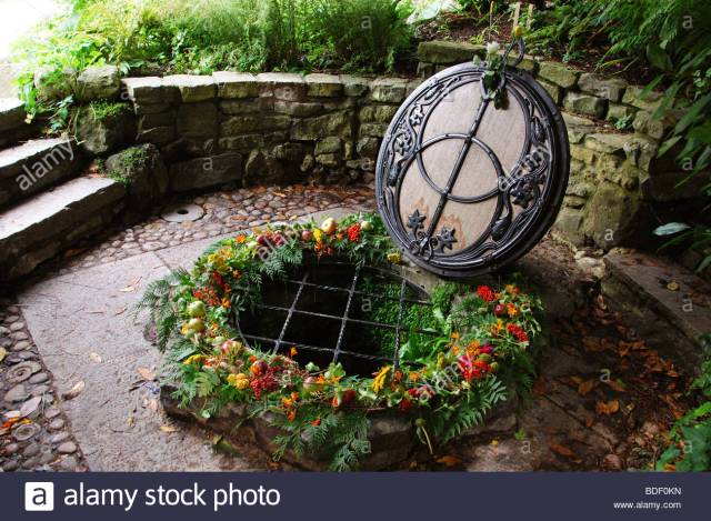 chalice-well-gardens-glastonbury-somerset-england-united-kingdom-BDF0KN
